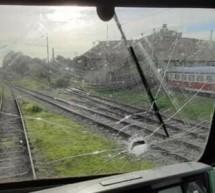 Отново хвърлиха камък по влак, машинист е ранен
